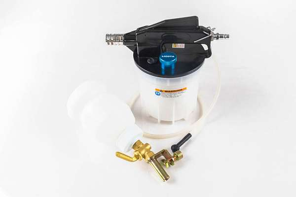 Приспособление для замены тормозной жидкости с заливным бачком Licota ATS-4231 купить в Москва